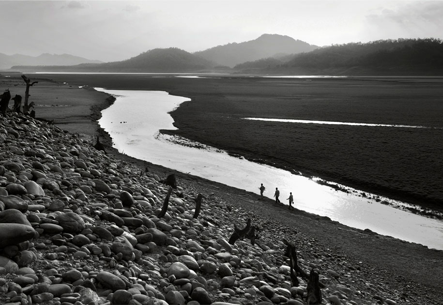 02_wwf.landscape.blackandwhite.ogilvy&mather.corbett.nationalpark.india.jpg