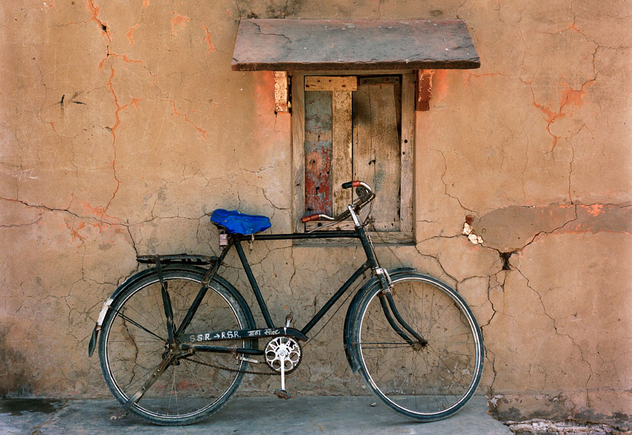 02_sony.cycle.window.color.rajasthan.india.jpg