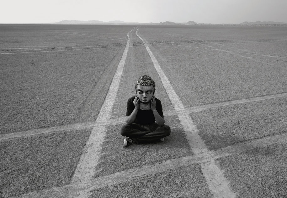 05_zazen.resturant.crossing.buddha.blackandwhite.delhi.india.jpg
