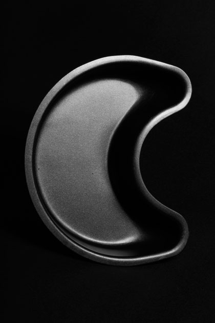 04_cakemold.moon.blackandwhite.graphic.kitchen.jpg