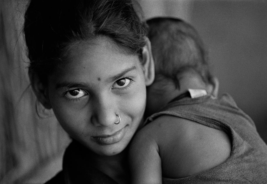 03_portrait.blackand white.bastar.india.younggirl.jpg