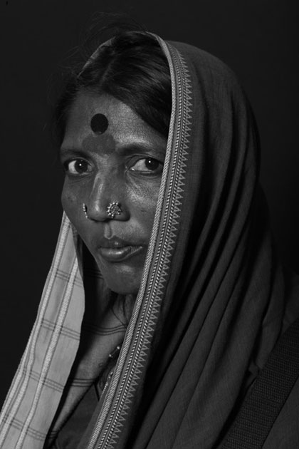04_indianwoman. hyderabad. portrait. bindi. blackandwhite.jpg