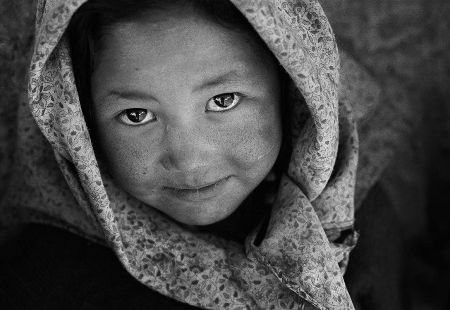 06_littlegirl.spiti.india.portrait.blackandwhite.jpg
