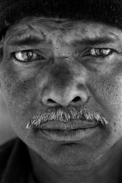 10_portrait.worker.indian.blackandwhite.jpg
