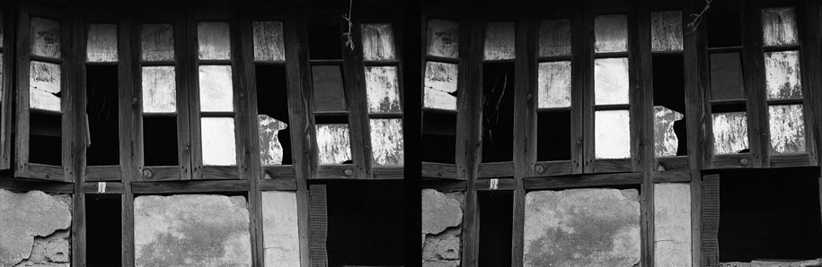 03_windows.blackandwhite.india.jpg