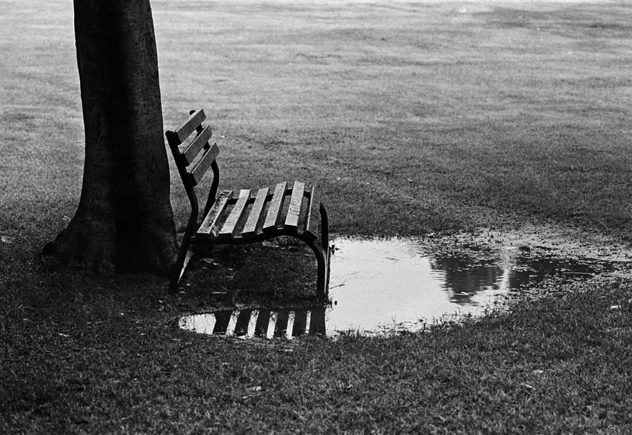 06_bench.puddle.blackandwhite.india.jpg