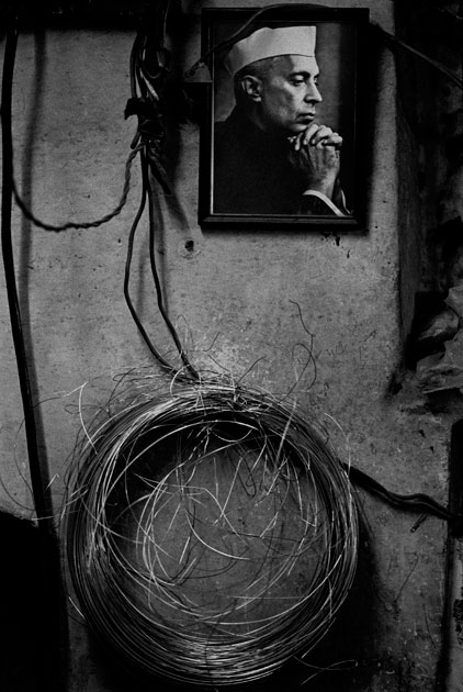 08_nehru.wall.blackandwhite.india.barbedwirejpg.jpg