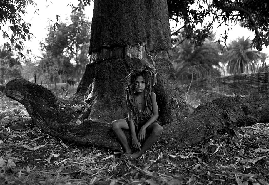 02_young.shaman.bastar.india.tribal.blackandwhite.jpg