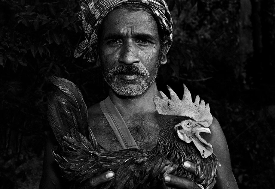 09_indian.man.portrait.tribal.cockfight.bastar.jpg