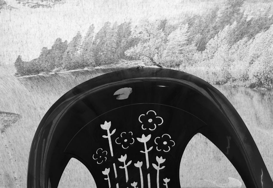 02_chair.blackandwhite.flower.jpg